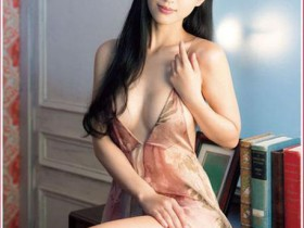 艳星坛蜜宣传袒胸性感月历 自称难当人妻