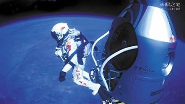 """""""坠落人""""菲利克斯・鲍姆加特纳从3.9万米高空跳下(仅用4分钟)"""