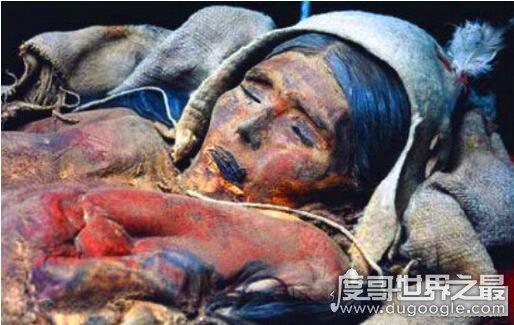 千年女尸复活走出古墓,没过多久就因为疾病死去