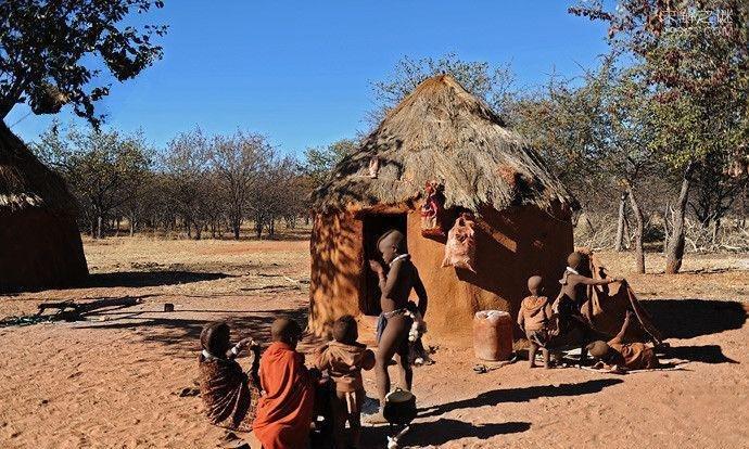 """揭秘""""500年前""""非洲红泥部落:女人一生不洗澡红泥巴涂满全身"""
