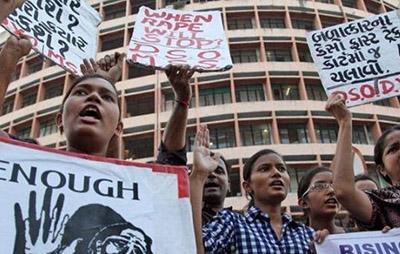 令人震惊的印度黑公交轮奸案,23岁女孩遭六人暴力虐杀