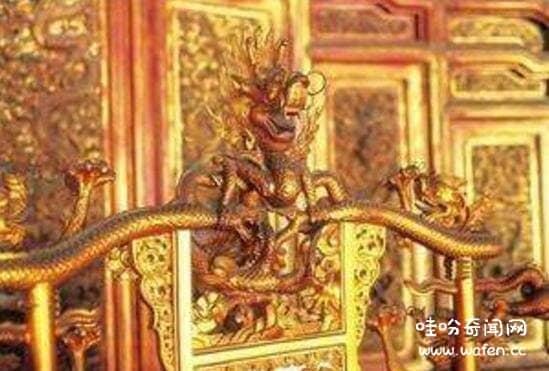恐怖的故宫龙椅灵异事件,普通人坐了龙椅会受诅咒意外身亡(谣言)