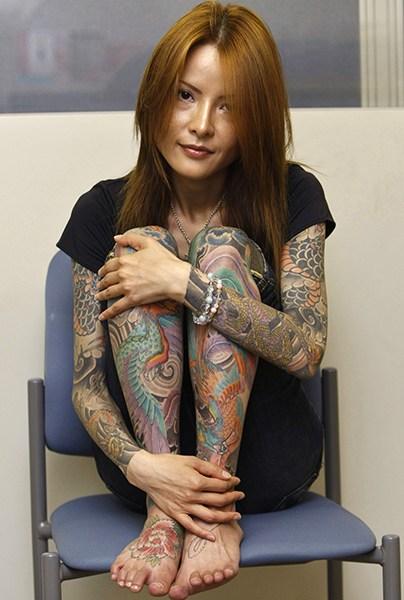 """日本纹身女:让人惊叹的""""惊悚""""人体艺术"""