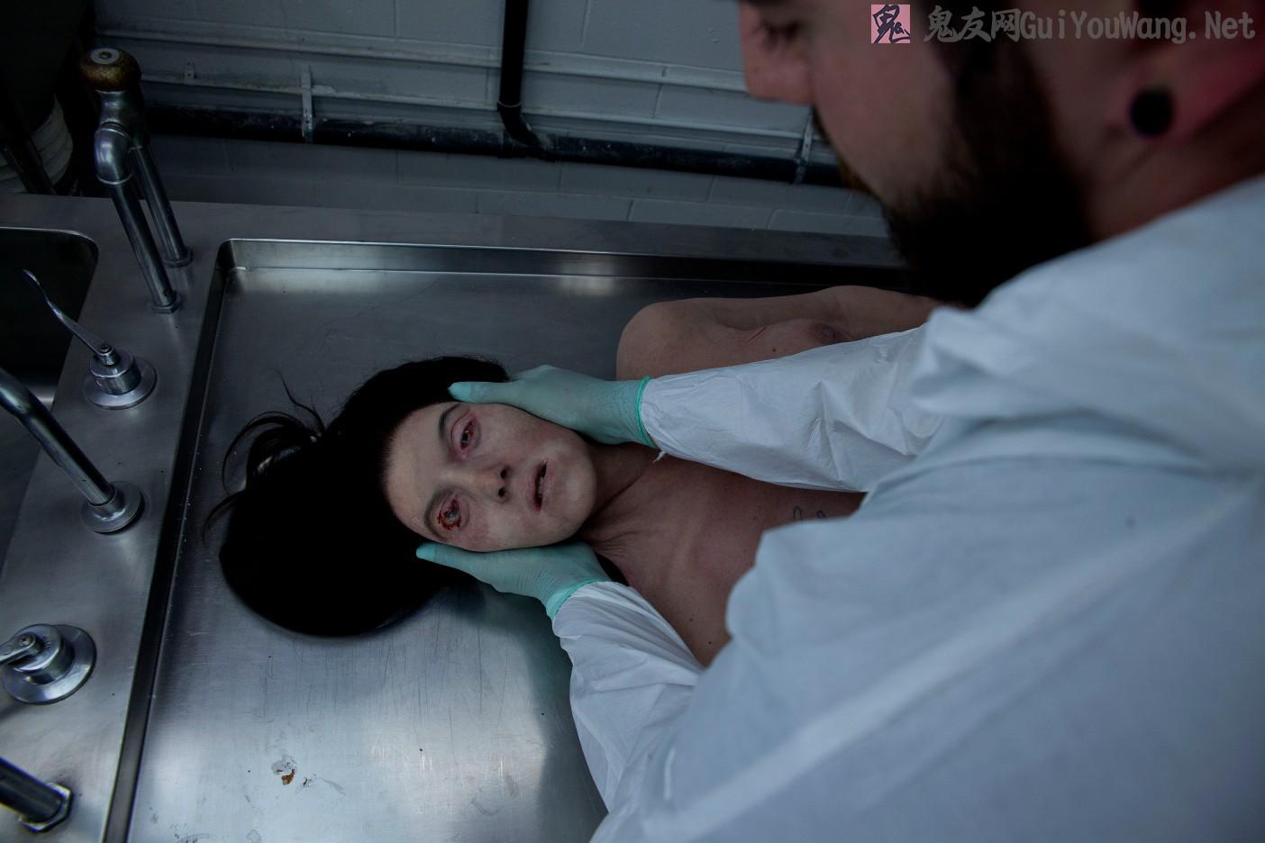 一组医学裸体女尸照片