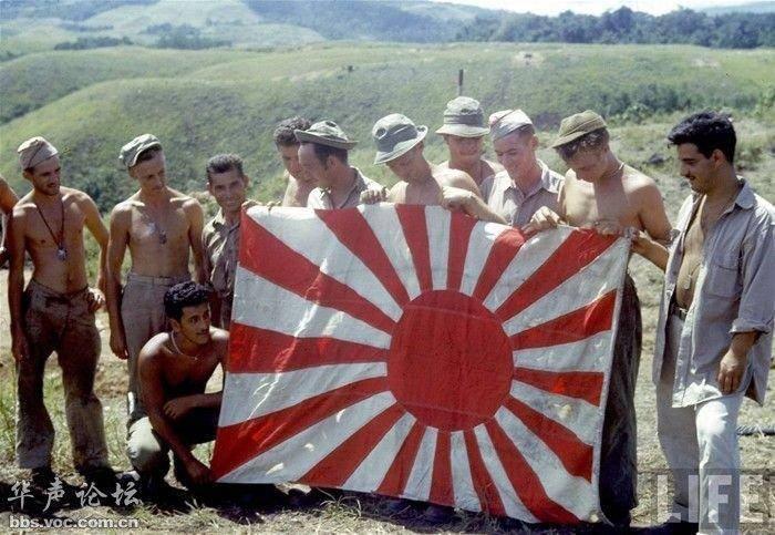 美军将日本士兵的头颅挂在坦克上,以鼓舞士气