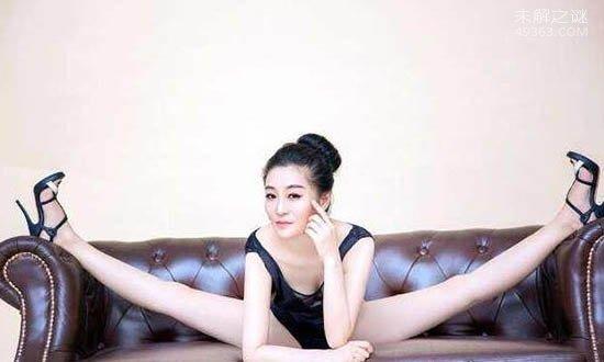 """中国最柔软的女人,号称""""最美东方美人鱼"""""""