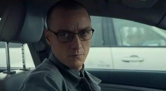 他是《24个比利》中的主角:多重人格症患者(真人真事)