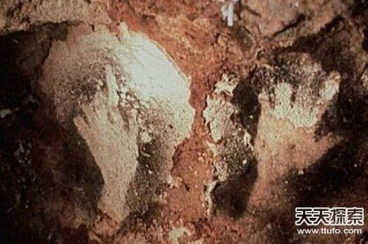 证据被曝光 人类正遭外星人监视