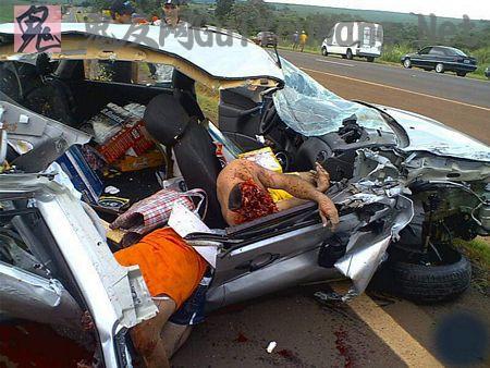 恐怖的车祸现场提醒我们小心驾驶!