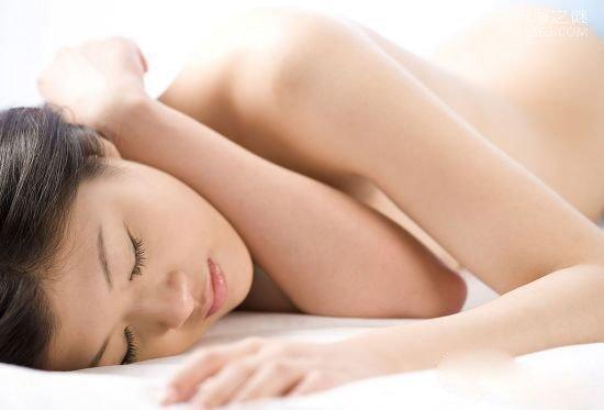 裸睡对女人有什么好处和坏处: 注意关好门窗
