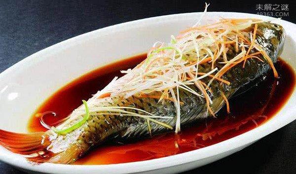 """世界十大最重口味食物:有吃过这种""""活吃鲤鱼""""美食?"""