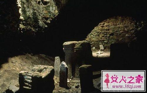探秘古墓与鬼的真实事件故事