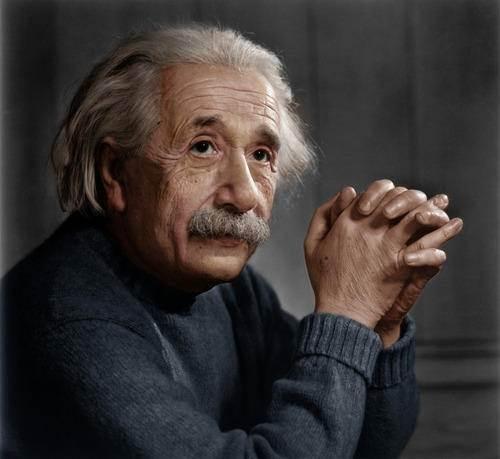 爱因斯坦的照片为何都只有上半部?